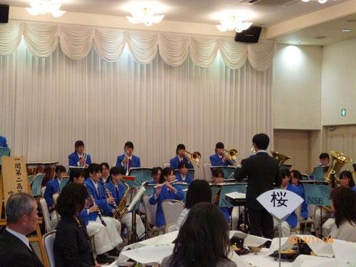 一関第二高等学校吹奏楽部の演奏で開宴