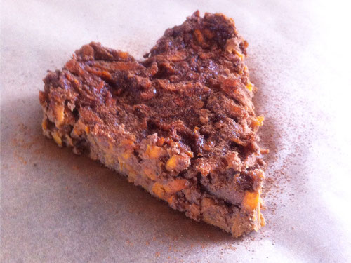 Herzförmiger Karottenkuchen