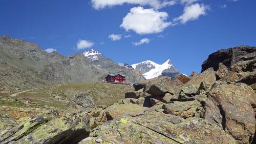 Das traumhaft gelegene Berggasthaus Fluealp.