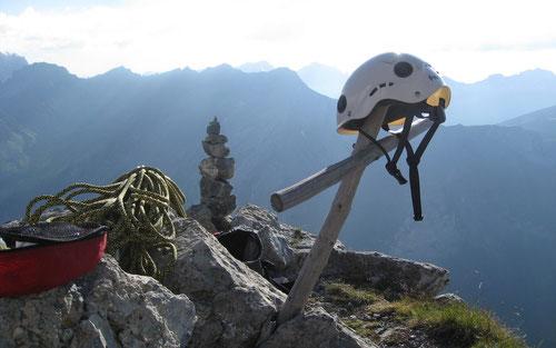 Beim Gipfelkreuz der Bire (2502 m)