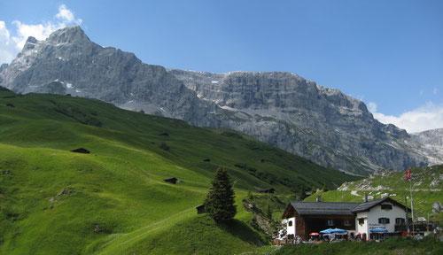 Die Alp Partnun mit dem Gasthaus Alpenrösli
