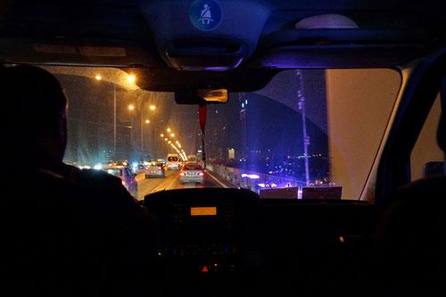 Mit dem Taxitransfer über den Bosporus zurück nach Europa.
