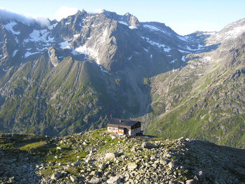 Die Bergseehütte vom Einstiegspunkt aus gesehen