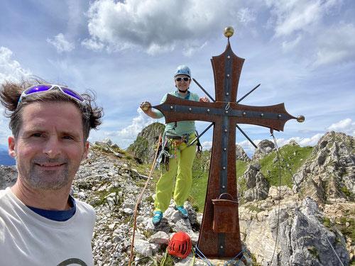 Am Gipfelkreuz der Arlspitze