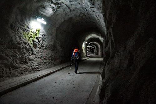 Im Tunnel neben dem Lago di Luzzone
