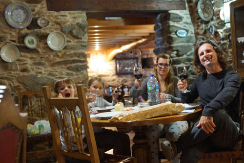 Abendessen im rustikalen Casa Rural O Vilar.