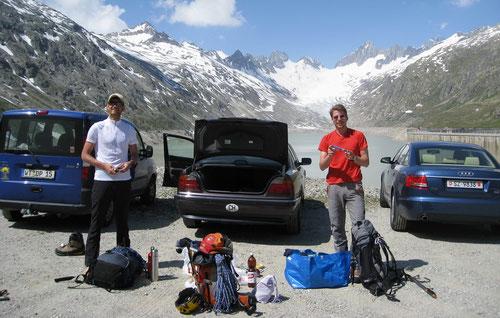 Ausgangspunkt am Oberaarstausee. Im Hintergrund rechts das Oberaarhorn