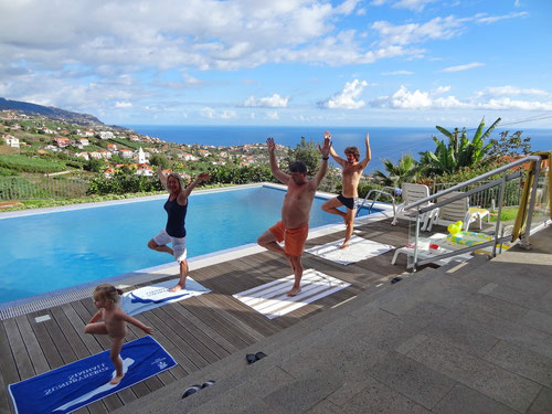 Tägliches Yoga um 07:30 Uhr an unserem Pool