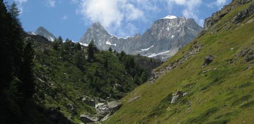 Blick zurück beim Abstieg nach Zermatt