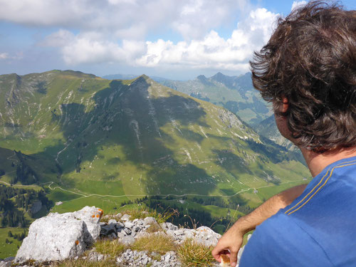 Tolle Aussicht vom Gipfel auf die liebliche Umgebung.