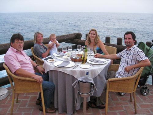 Abendessen auf der Terrasse des Restaurants Las Rocas