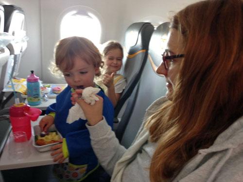 Es war oft nicht einfach mit den Zweien im Flugzeug…