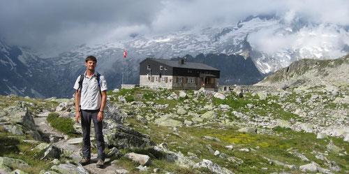 Dominik vor der Bergseehütte (2370m)
