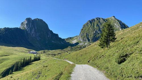 Nünenen und Gantrisch - die beiden Voralpengipfel des Gantrisch-Naturparks.