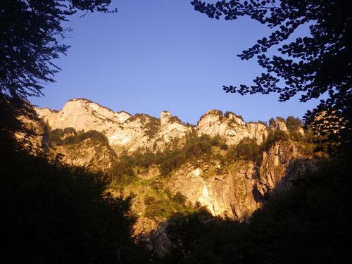 06:00 Uhr. Die ersten Sonnenstrahlen erreichen den Grat.