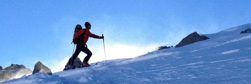 Olli auf dem Bergrücken zum Ostgipfel.