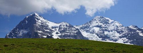 Eiger (3'970 m) und Mönch (4'107m).