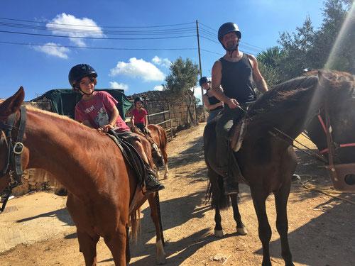 Familienritt mit Bidnija-Horseriding