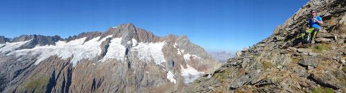Die Panorama-Aussicht im Aufstieg auf den Fleckistock lädt immer wieder zum Verweilen ein.
