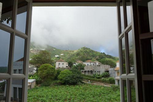 Blick aus dem Zimmer unserer Unterkunft O Castello in Vila Nova Sintra.