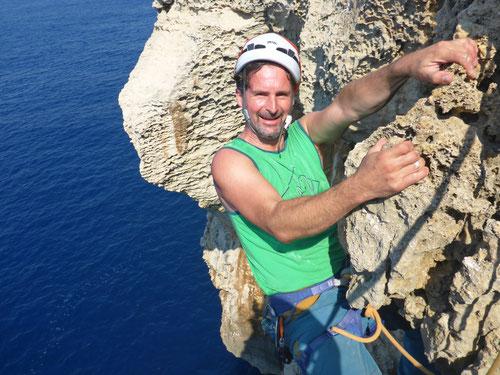09/2019: Klettern auf der Insel Gozo über dem tosenden Meer (MLT)