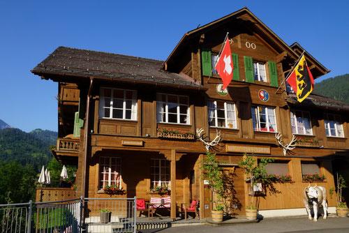 Meine gestrige Unterkunft: Das Hotel Wildhorn wurde 1900 errichtet und ist mit seinen 112 Jahren eines der ältesten Hotels im Saanenland.