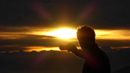 Der perfekte Sonnenuntergang wird fotografisch festgehalten.