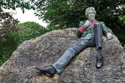 Oscar Wilde sitzt noch heue im Merrion Square