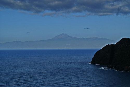 Auf dem Weg nach San Sebastian hatten wir tolle Ausblicke auf Teneriffa und den Teide