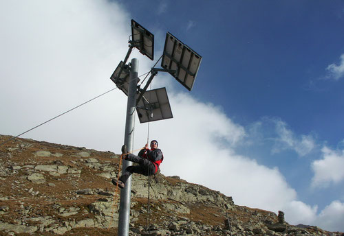 Spaltenselbstrettung geübt am Solarpanel des Hüttenwirts :-)