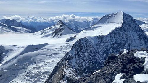 Blick auf unsere Abstiegsroute: Die Eigerjöcher