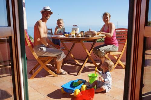 Frühstücken auf der Terrasse des Pizzenni's