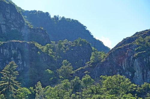 Weitere Felsen in Arcegno.