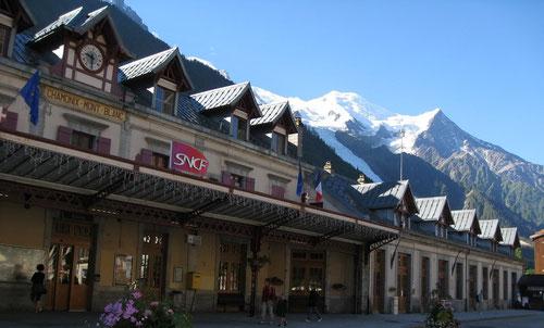 Bahnhof Chamonix mit Mont Blanc Massiv