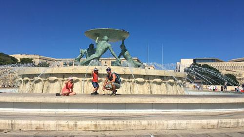 Beim Tritonenbrunnen von Valetta (Hauptstadt von Malta)
