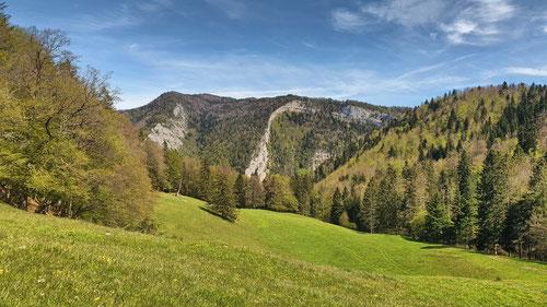 Blick auf die Grat Arête du Raimeux und Cerneux Gorgé bei Moutier.