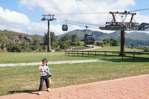 Eine der vier Seilbahnstrecken im Natur- und Wildpark Cabárceno