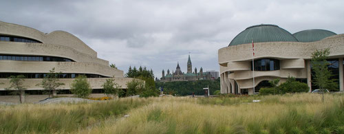 Canadian Museum of Civilization, dahinter der Parliament Hill