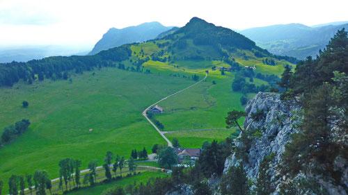 Blick auf die liebliche Landschaft mit der Alpwirtschaft Vordere Schmiedenmatt