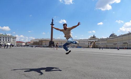 Auf dem grossen Platz der Gosudarstvennyj Ermitaz.