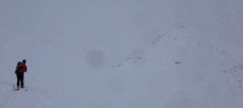 Rechts von Olli, unterhalb des Piz Cavardi, ist die Maighelshütte sichtbar. Ansonsten nur eine weisse Suppe.