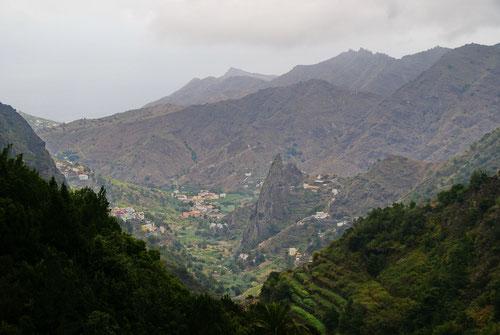 Unser Aufstiegstal mit den markanten Los Gemelos