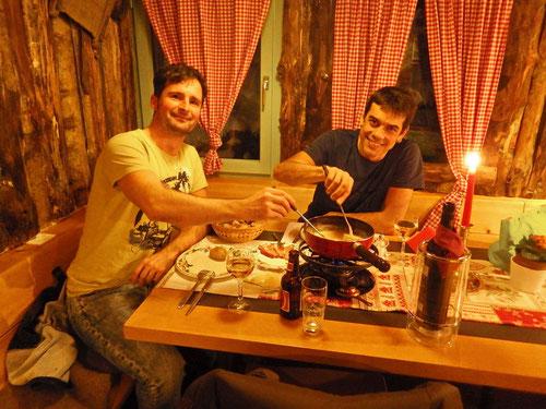 Gemütliches Käsefondue im Restaurant Rhodannenberg
