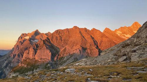 Alpenglühen bei der Grossen Scheidegg mit Wetterhorn, Schreckhorn, Lauteraarhorn und wie sie alle heissen...