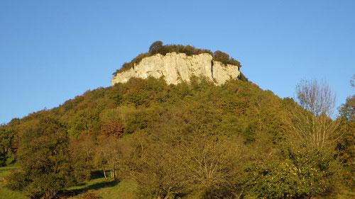 Der Kletterfelsen von La Brême in der Abendsonne.