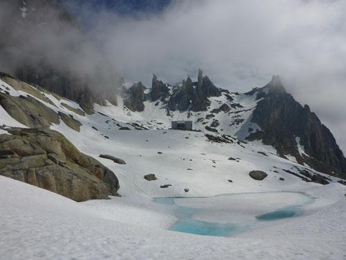 Die Sidelenhütte in der prächtigen Bergumgebung.