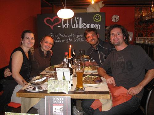 Wir vier mit Rehschnitzel, Spätzle, Rotkraut und Rosenkohl