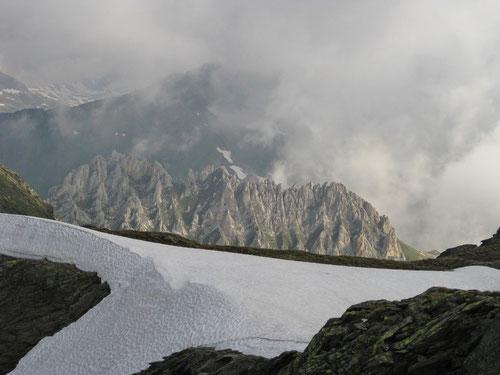 Mystische Landschaften im Sonne/Nebel-Spiel