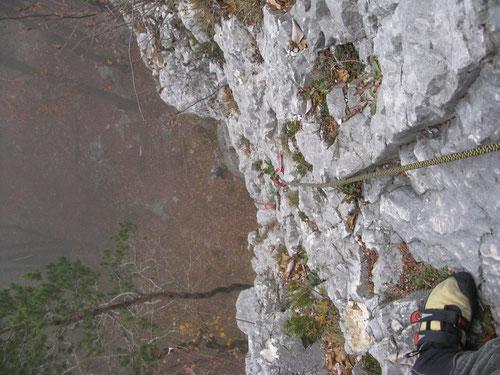 Blick hinunter vom Stand der zweiten Seillänge