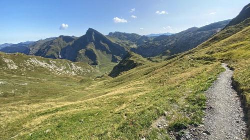 Blick nach vorne auf die Steinkarspitze. Tolles Wandermekka!